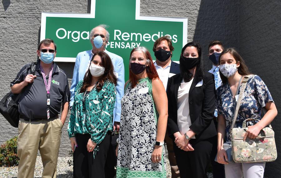 team-with-masks